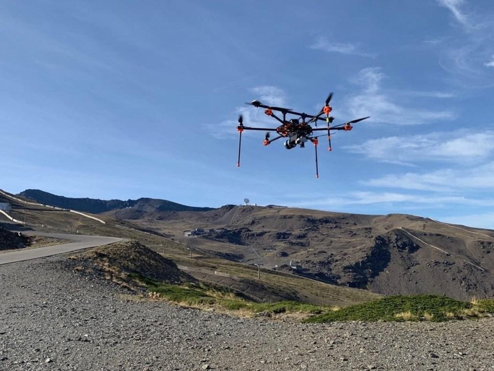 Un drone cartografía Sierra Nevada para mejorar la producción de nieve