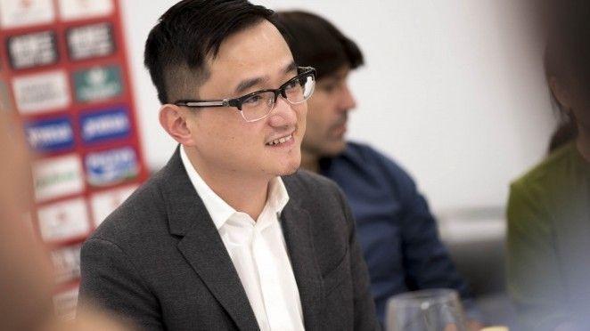 John Jiang acerca el nuevo proyecto del Granada CF a la ciudad, a través de la prensa