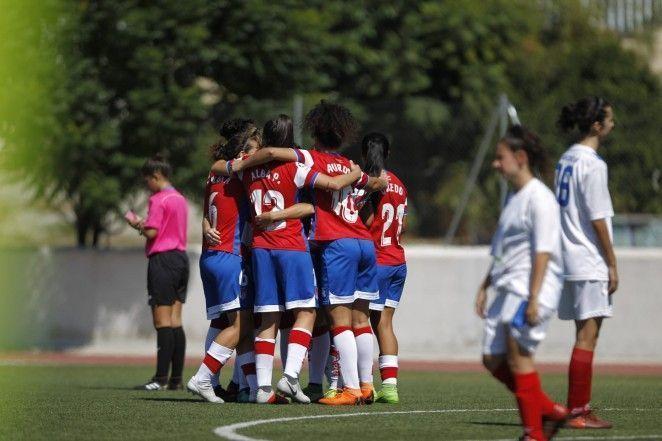 El Granada CF Femenino afina puntería frente Peña El Valle en el Estadio de la Juventud
