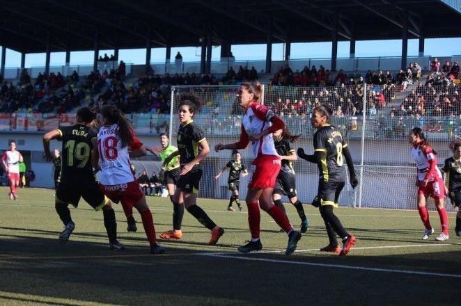 El Granada CF Femenino cede el liderato en tierras pacenses
