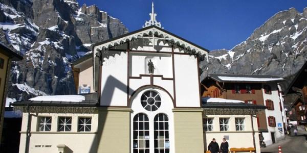 Loèche-les-Bains : la place centrale avec l'église
