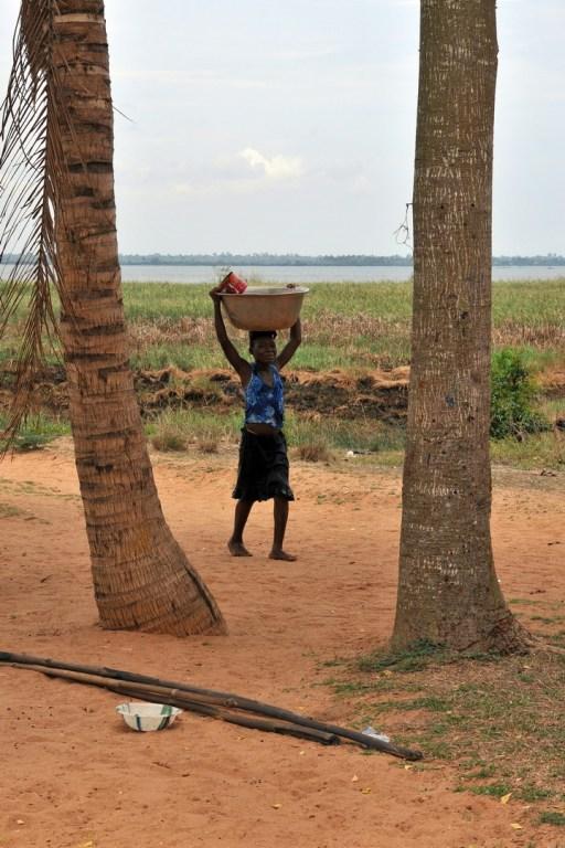 Corvée d'eau Lac Togo F13_2774