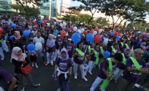 Over 1000 people gathered at Semarang's Car-Free Day to commemorate World Alzheimer's Month during September 2014
