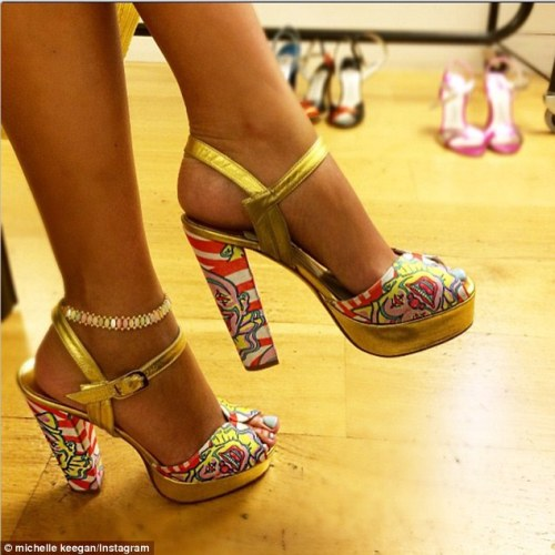 26FC9B1000000578-3011596-New_shoes_The_27_year_old_couldn_t_resist_flaunting_her_footwear-a-69_1427313501311