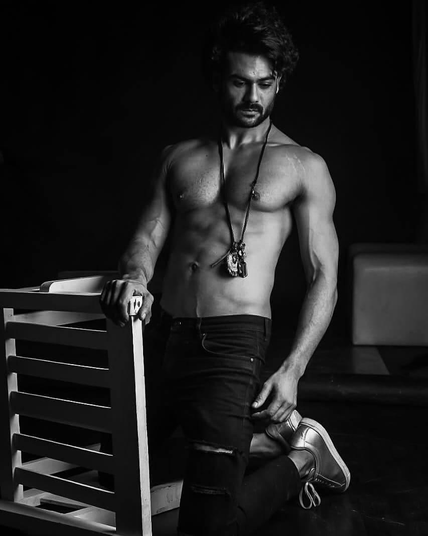 vishal aditya singh body photo