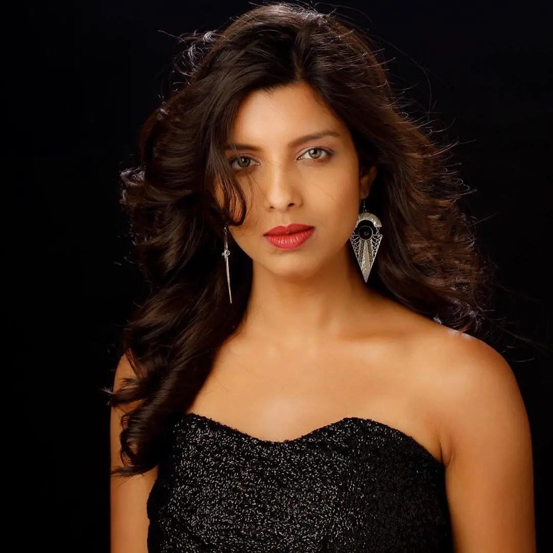 Riya Deepsi biography wiki
