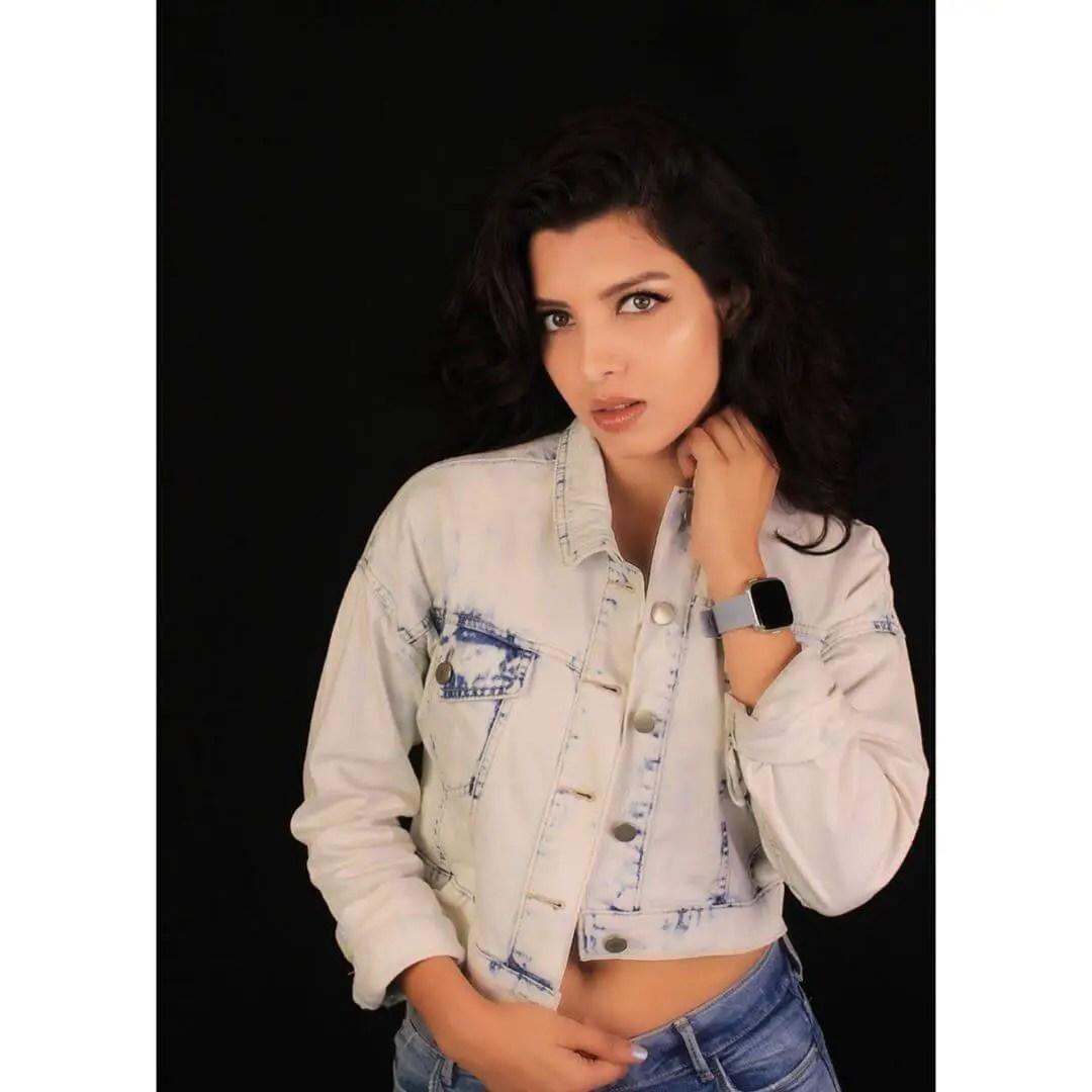 Riya Deepsi starsunfolded