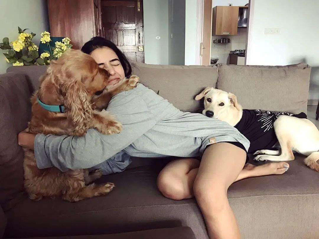 rukshar dhillon with her dog