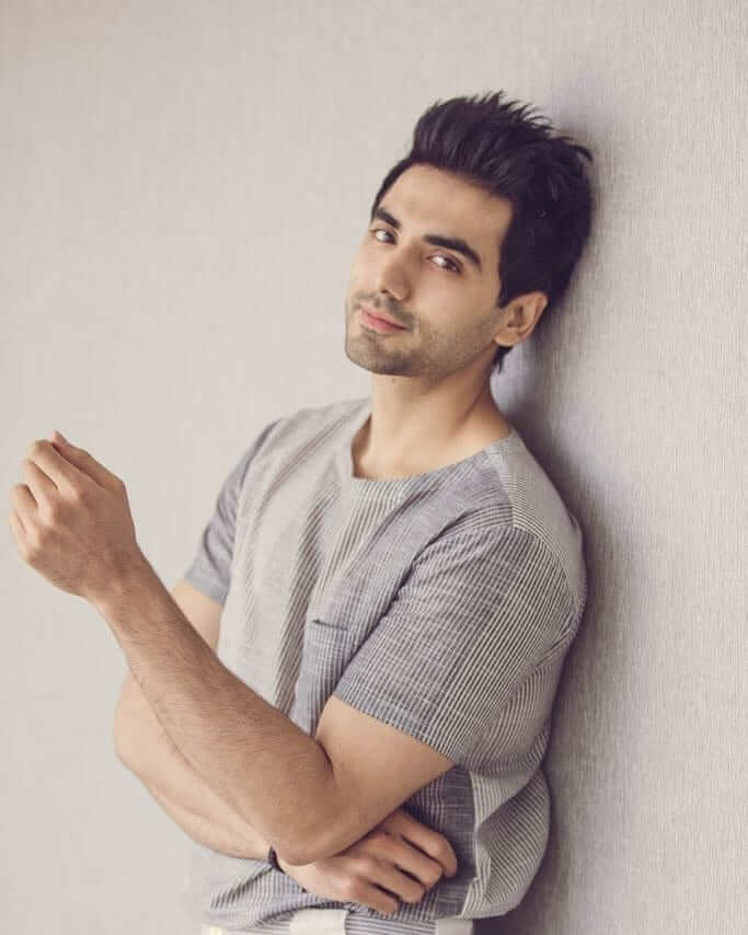 Ishwak Singh height
