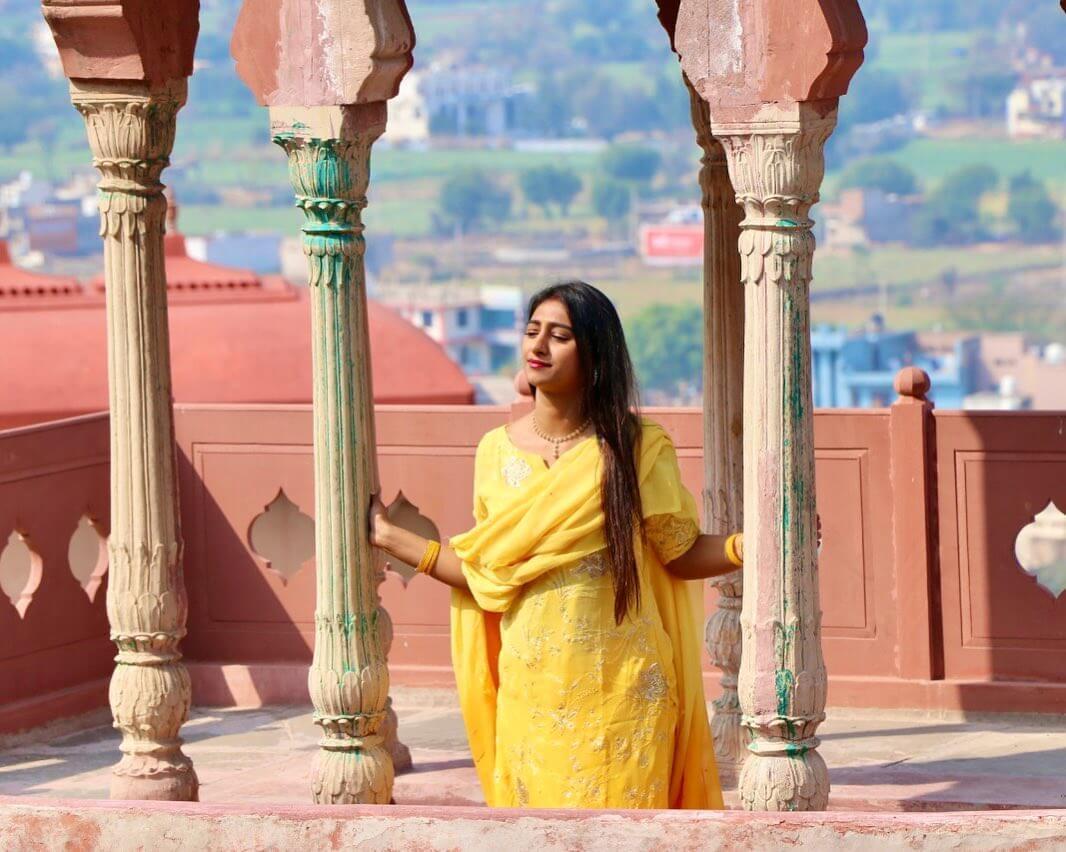 Mohena Singh actress