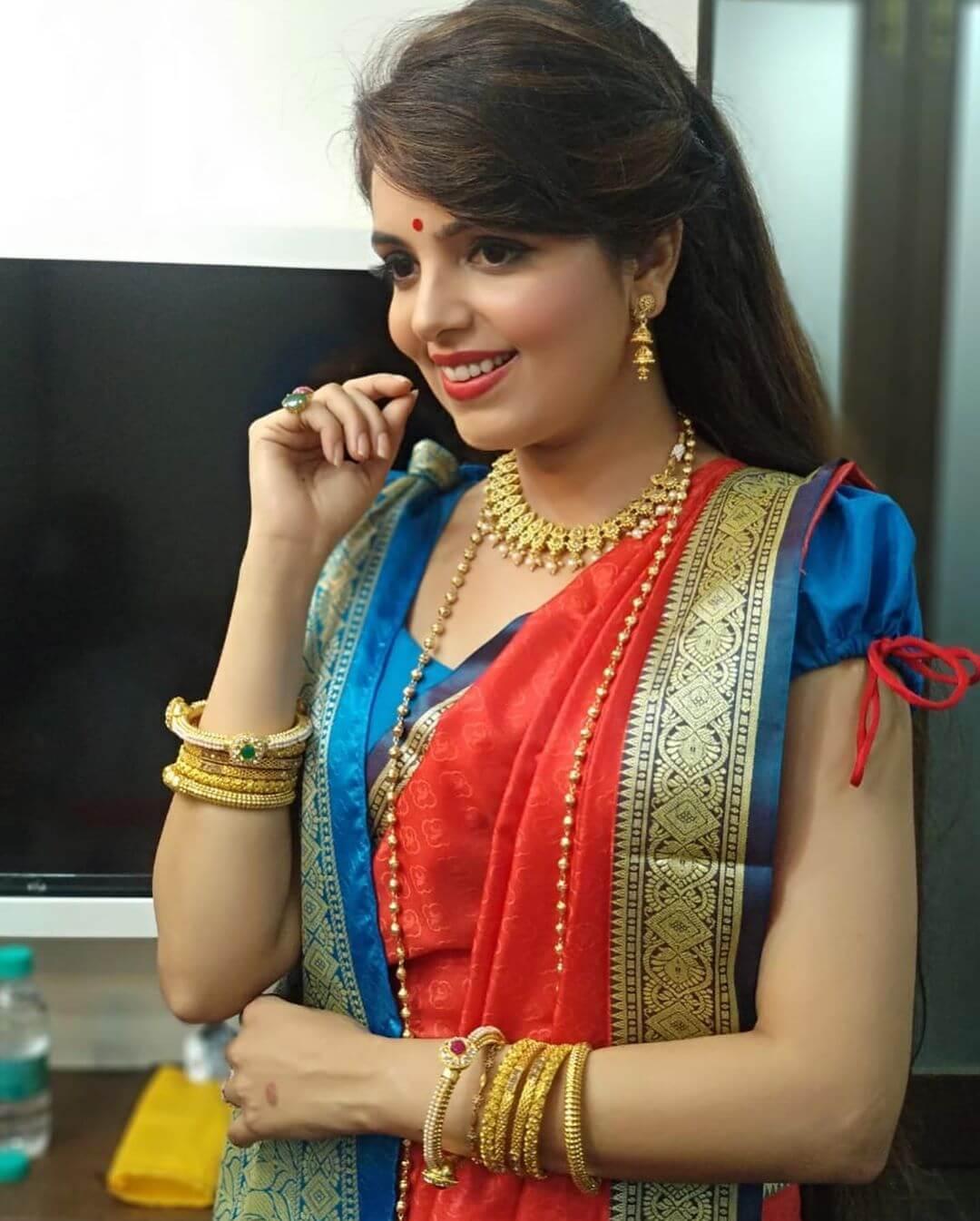 Sugandha Mishra hot pics