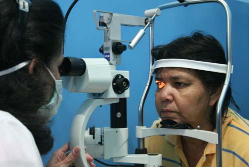 Millones de personas han recuperado la vista en más de una treintena de países con la Operación Milagro.