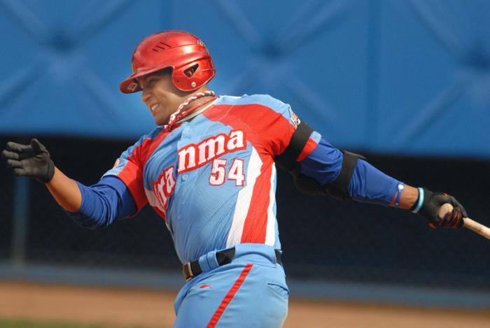 50 Serie Nacional de Beisbol-  Equipo Granma. Alfredo Despaigne No. 54 (foto personal) Foto. Ricardo Lopez Hevia 03/03/2011 Aign0035