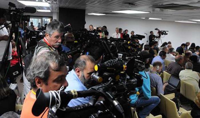 prensa durante la ronda de conversaciones