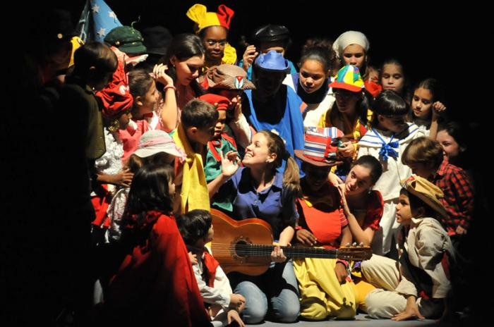 Presentación de Abracadabra, puesta en escena por La Colmenita.