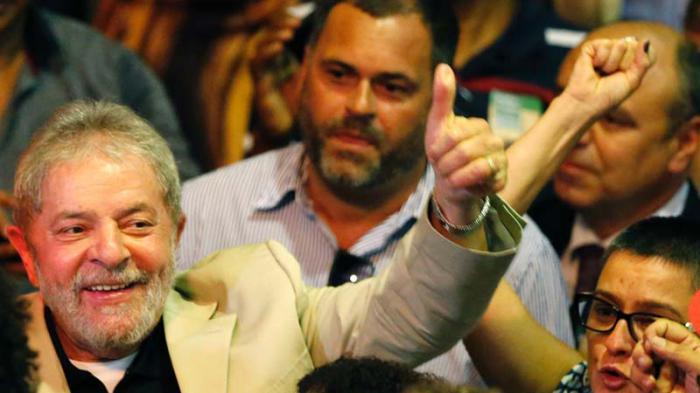 El expresidente Luiz Inacio Lula da Silva instó ayer a defender a Petrobras y la democracia en Brasil ante los intentos de una elite de acabar con las conquistas sociales alcanzadas en los últimos años.