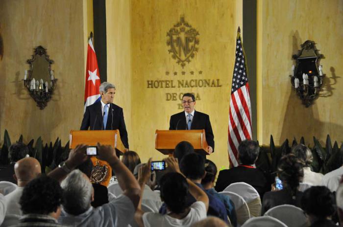 Conferencia de prensa conjunta de Bruno Rodríguez Parrilla, ministro de Relaciones Exteriores de Cuba y John Kerry, Secretario de Estado de EEUU, en el salón Vedado del Hotel Nacional.
