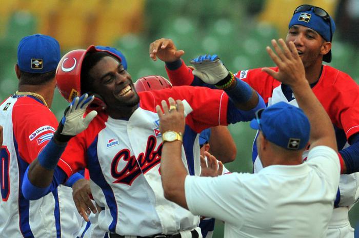 Beisbol-cuba-Premier12-3ser partido Cuba vs Puerto Rico ganado x cuba en extra ining yasiel santoya da hit ganador