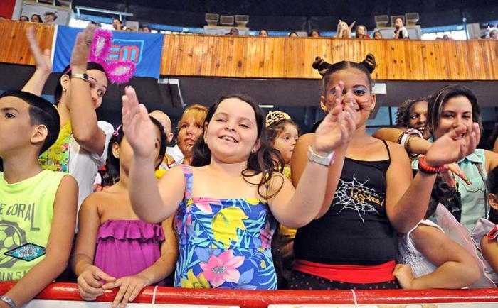 Fiesta de disfraces que auspicia La Colmenita con apollo de la UJC, la OPC y la FEEM en el Coliceo de la Ciudad deportiva los 5 Heroes presentes
