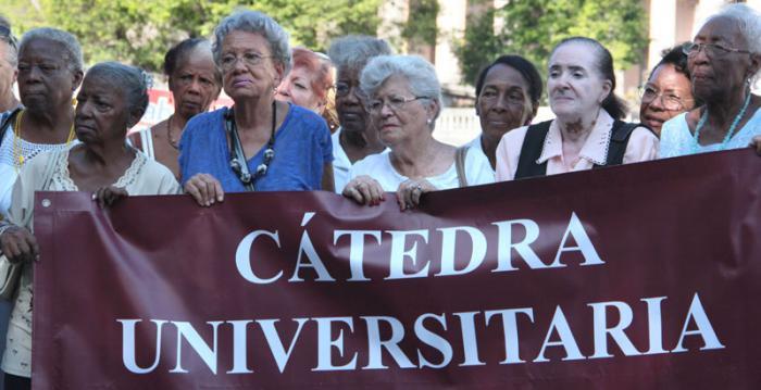 Las cátedras universitarias del adulto mayor constituyen un valioso espacio de socialización de un grupo etario que va en ascenso en la población cubana. La primera institución de este tipo se constituyó el 14 de febrero del 2000 en la Universidad de La Habana.