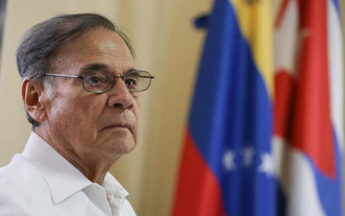 Conferencia de pensa de Alí Rodriguez Araque, embajador de Venezuela en Cuba, sobre la Asamblea Constituyente, en la embajada venezolana en La Habana.