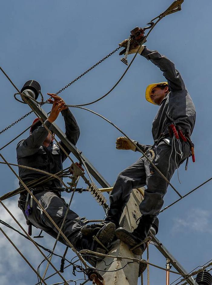La recuperación de las líneas eléctricas y las señales de tránsito ocupaban este lunes a los camagüeyanos.