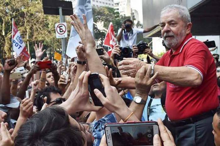 Lula continúa su recorrido por Brasil como líder de la Caravana de la Esperanza en medio del respaldo popular. foto: PL
