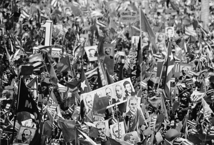 Acto en la Plaza de la Revolución por el 1er. Congreso del Partido en diciembre de 1975.