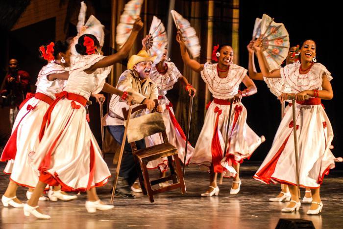 Presentación de la Compañía Folklorica Camagua en el Teatro Mella,Clave, Guateque y Son