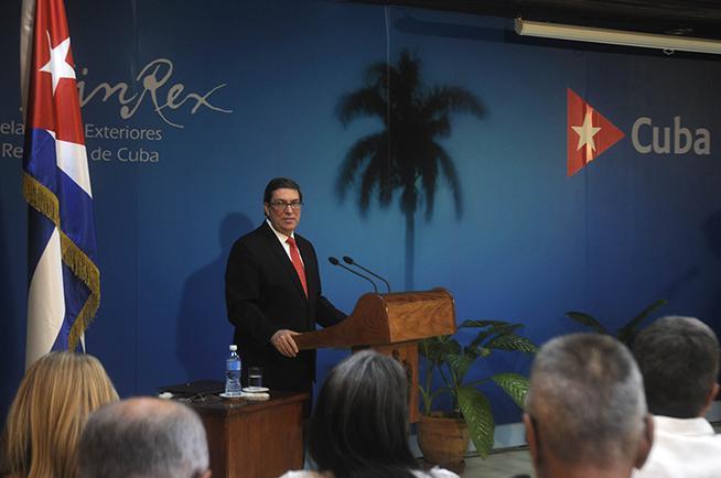 El Ministro de Relaciones Exteriores de Cuba, Bruno Rodríguez Parrilla, ofrece conferencia de prensa con motivo de denunciar una nueva maniobra del gobierno de los Estados Unidos para justificar el bloqueo contra Cuba, en la sede de la cancillería, en La Habana, el 24 de octubre de 2018. ACN FOTO/ Oriol de la Cruz ATENCIO HERNÁNDEZ/ogm