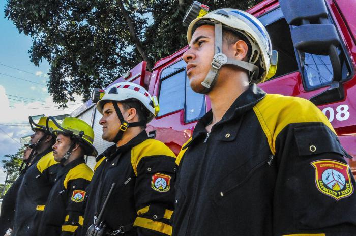 Salvamento y rescate de cuba.Labor de los Bomberos en la ayuda a dagnificados por el tornado