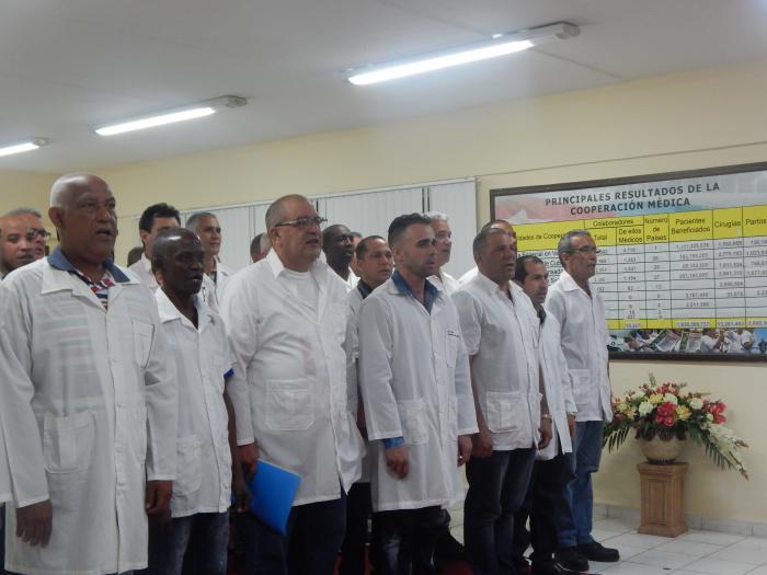 Miembros des 28 contigente Henry Reeve que partieron hacia Mozambique