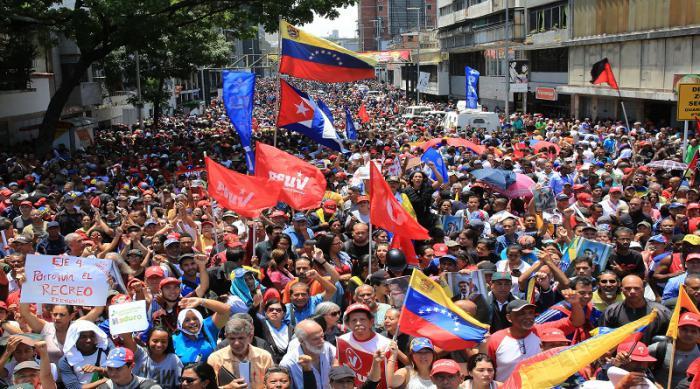 Manifestantes chavistas se concentraron en horas de la tarde para darle su respaldo al presidente constitucional Nicolás Maduro.  FOTO: VTV