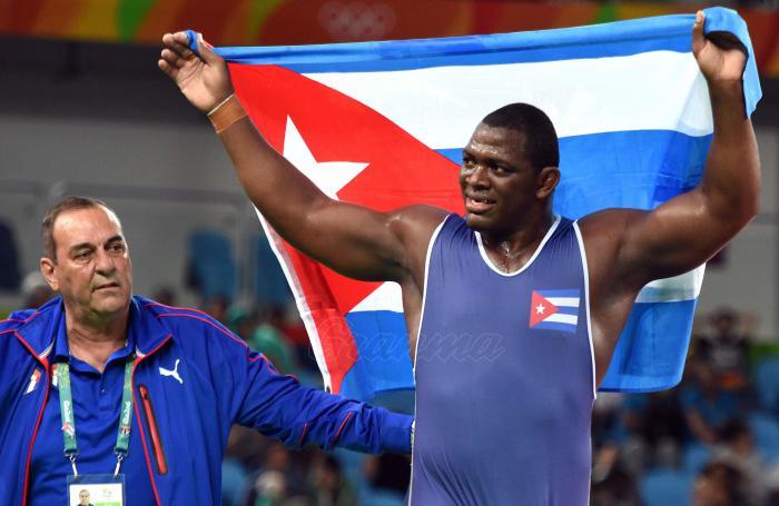 A pesar del bloqueo, deportistas como Mijaín López han sustentado los valores del deporte revolucionario. foto: ricardo lópez hevia