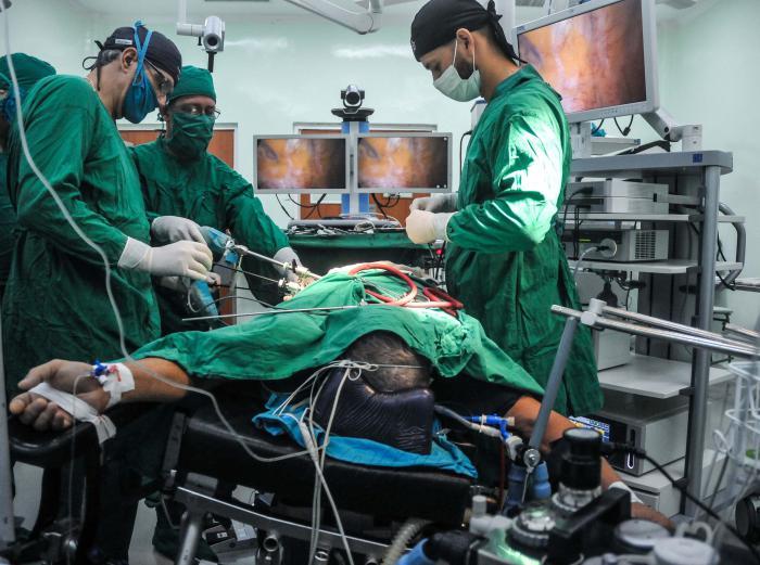 Cirugía de Esofaguectomía transtorácica mínimamente invasiva en posición prona, Dr Ivanis Ruizcalderón Cabrea, en el Instituto Nacional de Oncológico