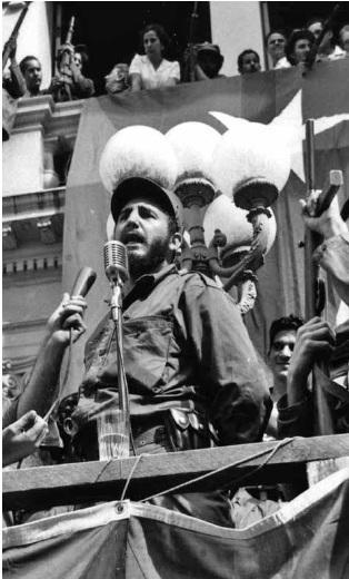 Fidel pronuncia un discurso en el parque Leoncio Vidal de Santa Clara, el 6 de enero de 1959. Foto: Sitio web Fidel Soldado de las Ideas
