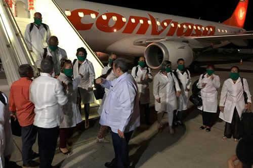 Ralph Gonsalves recibe a Brigada de médicos cubanos.