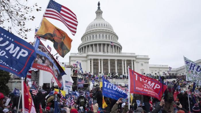 Trump, en su discurso, insistió en sus teorías sobre el robo de las elecciones, invenciones que conllevaron al asalto al Capitolio estadounidense. FOTO: EPA