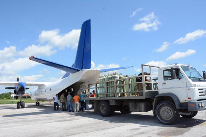En el avión AN-26 se ha trasladado oxígeno a varias provincias.