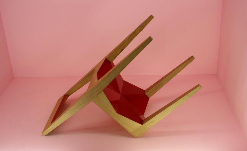 chaise-design-bois-rouge