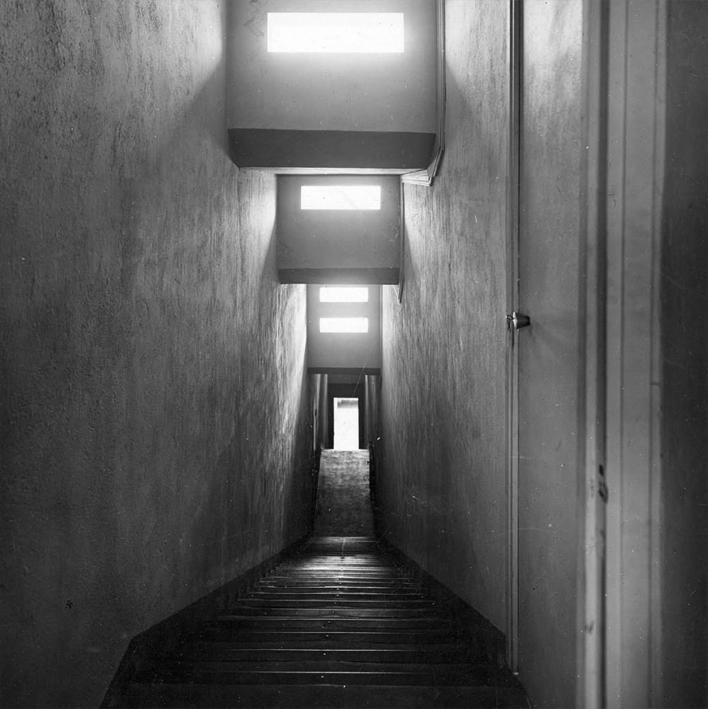 marie_laure_de_noailles-escalier