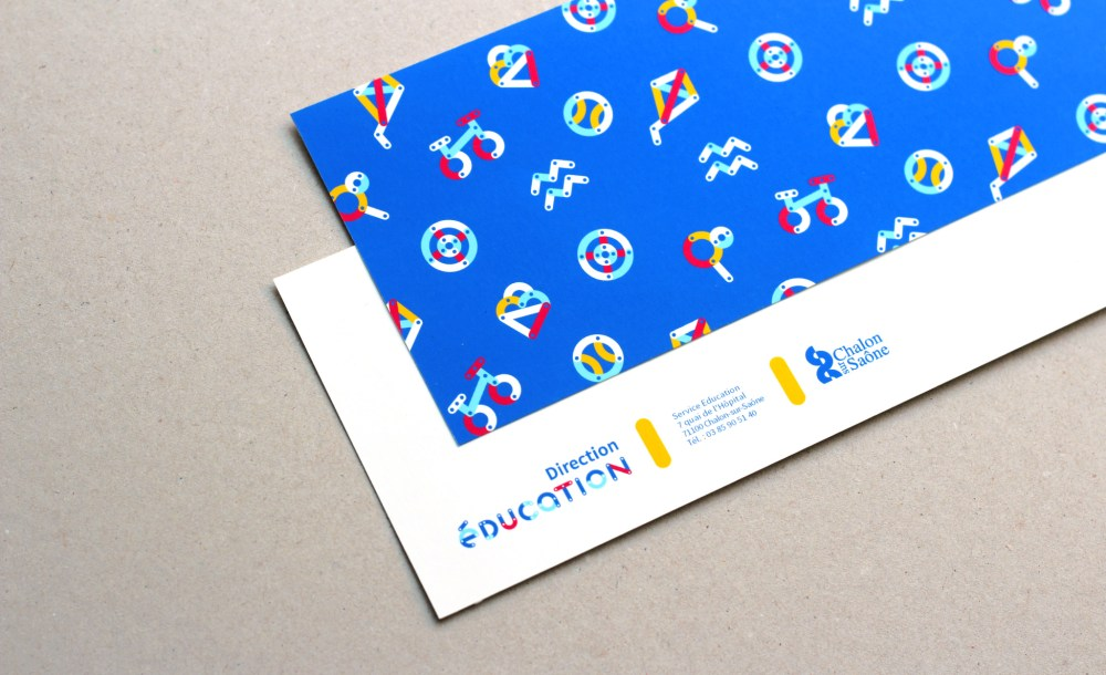 Creation Dune Typographie Composee De Deux Couches Permettant Multiples Variantes Multicolores