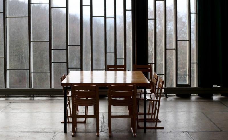 refectoire-couvent-tourette-le-corbusier