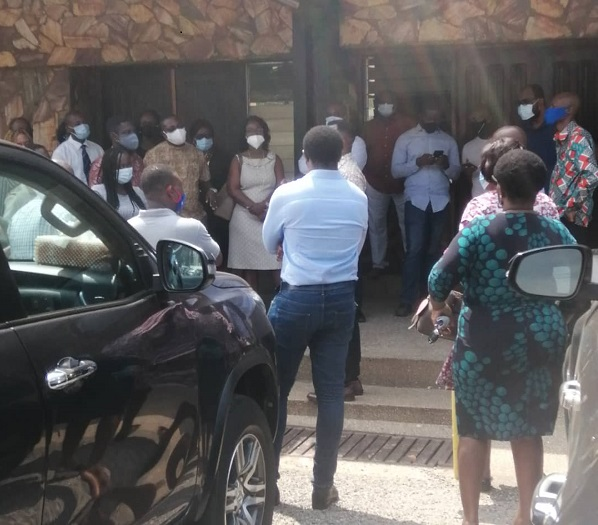 Aggrieved parents Storm Morning Star School to negotiate 'Online Tuition Fees' 1