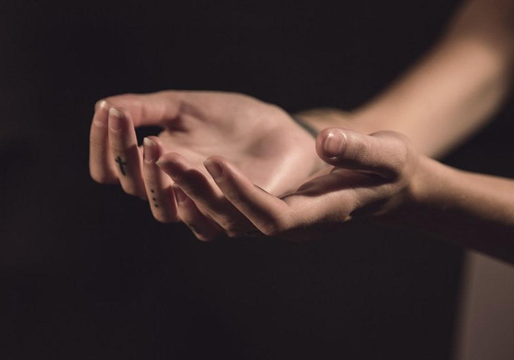 Hands & Cross