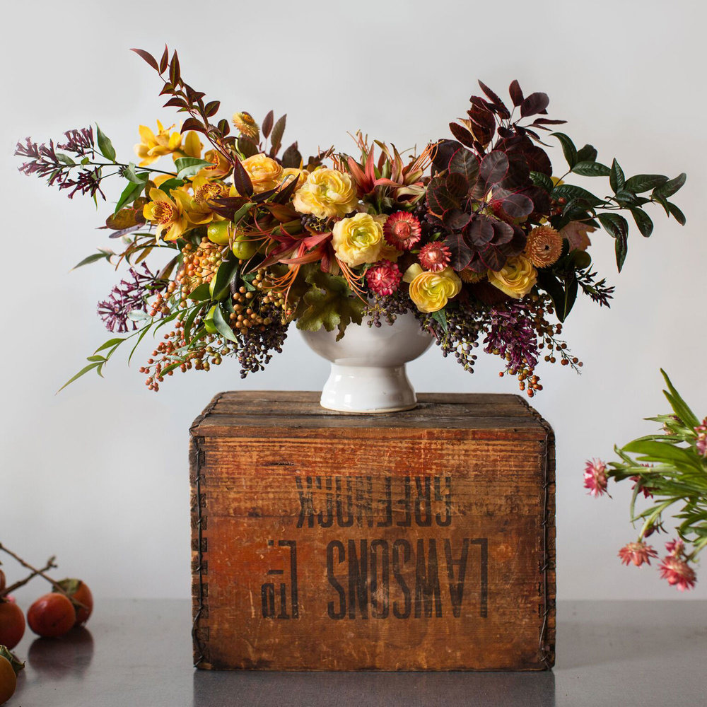 pretty fall floral arrangement and wood table best for thanksgiving