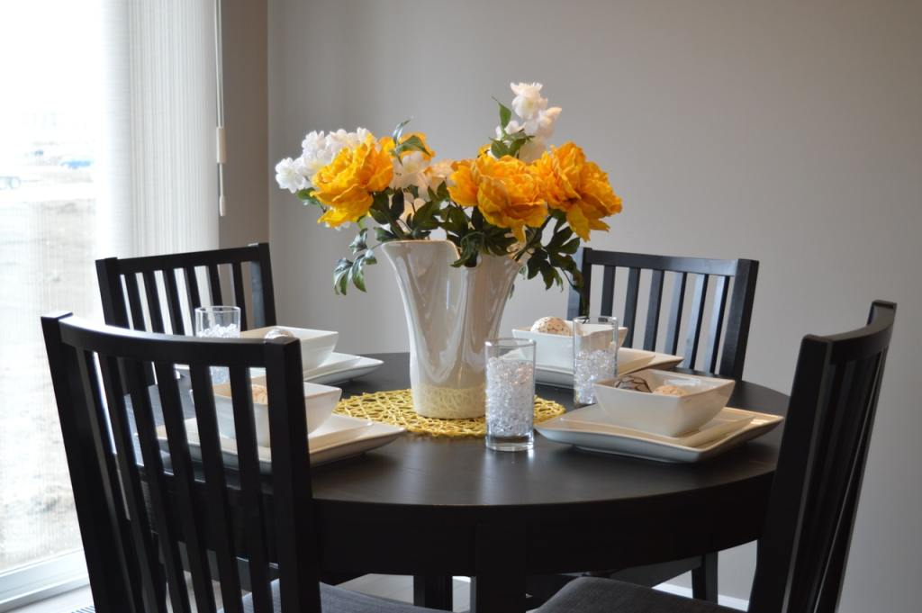 decorate dining room table centerpiece ideas with beautiful flowers