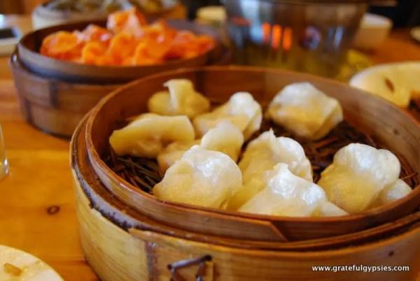Tri-colored dumplings... yummy.