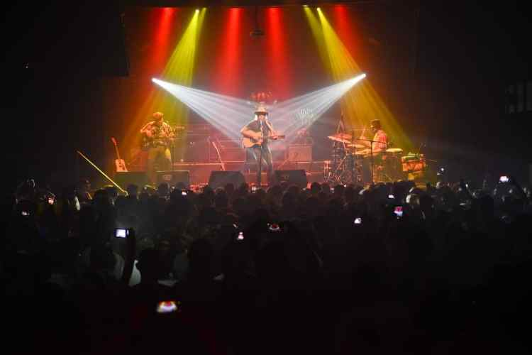 Donavon en Argentina - Billabong (3)