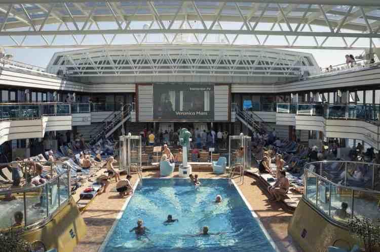cruise-swimming-pool-roberto-alegria